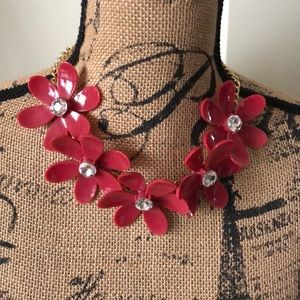 Jewelry - Adorable red flower necklace w/rhinestone center
